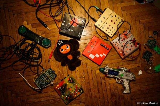 ELEMO_toys_setphoto_linne